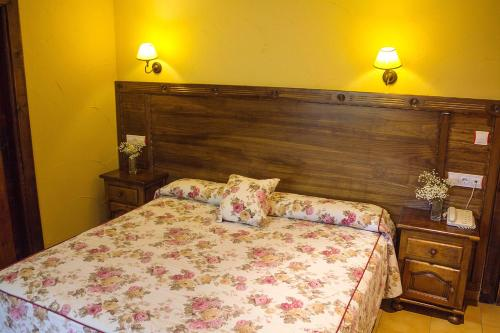 A bed or beds in a room at Conjunto Hotelero La Pasera