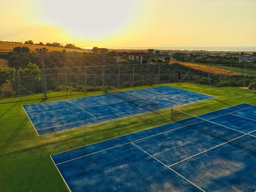 Tennis and/or squash facilities at Royal Hotel Thessaloniki or nearby