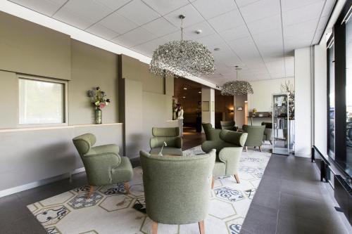The lounge or bar area at Babylon Hotel Den Haag