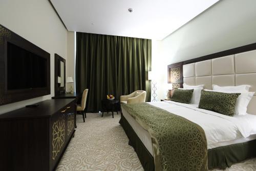 Кровать или кровати в номере thelocal Hotels Grozny