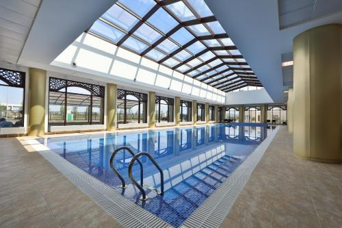 Бассейн в thelocal Hotels Grozny или поблизости