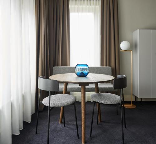 Ein Sitzbereich in der Unterkunft Hotel Pistache Den Haag