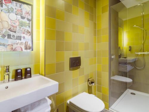 A bathroom at the niu Dairy