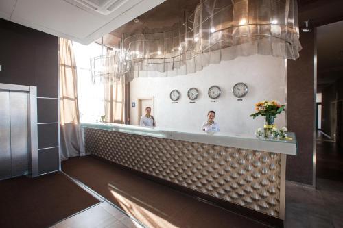 Лобби или стойка регистрации в Бизнес-отель Золотой Затон