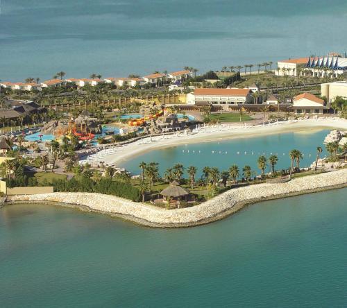 Uma vista aérea de Sunset Beach Resort Marina & Spa