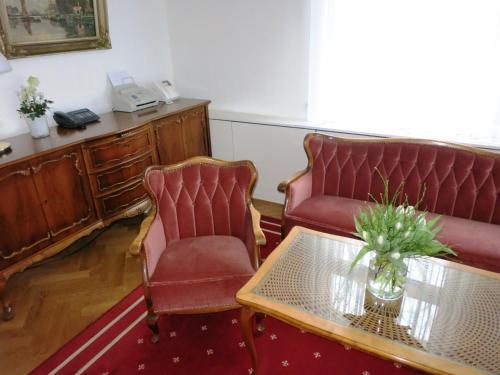 A seating area at Gästehaus Leipzig