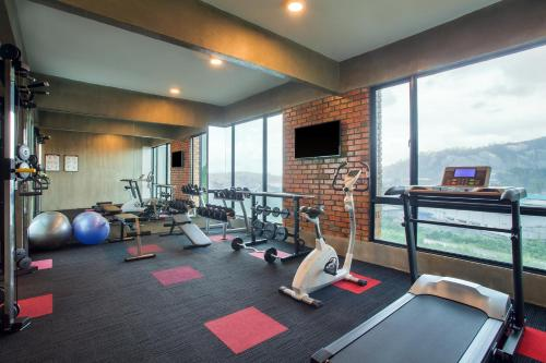 The fitness center and/or fitness facilities at ibis Styles Kota Kinabalu Inanam