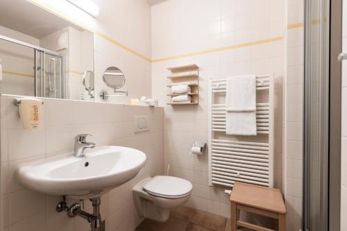 Ein Badezimmer in der Unterkunft JUFA Hotel Grundlsee