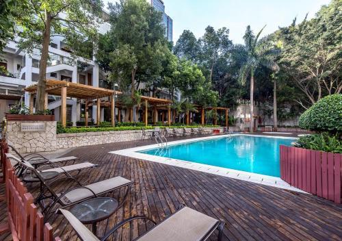 Der Swimmingpool an oder in der Nähe von CM+ Service Apartment Shenzhen Taige