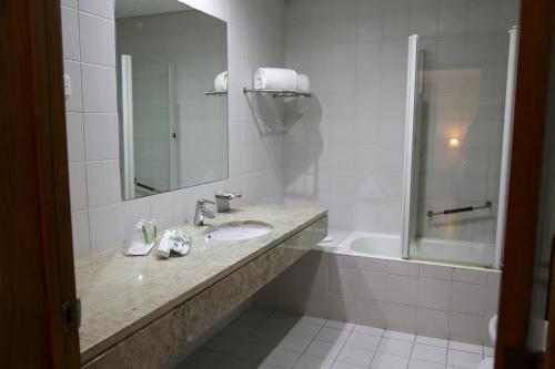 A bathroom at INATEL Caparica