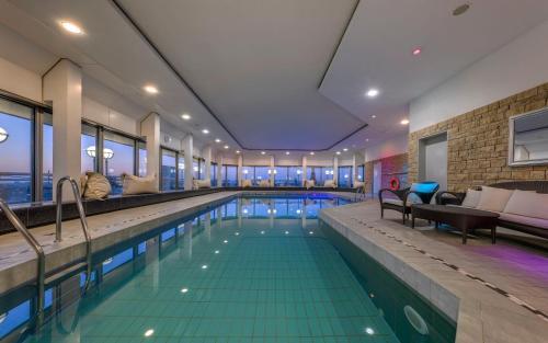 The swimming pool at or close to Hotel Nikko Düsseldorf