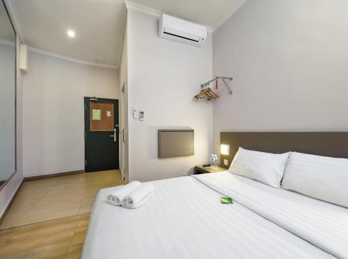 A bed or beds in a room at Tune Hotel - 1Borneo Kota Kinabalu