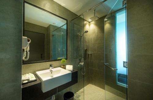 A bathroom at ibis Styles Kota Kinabalu Inanam
