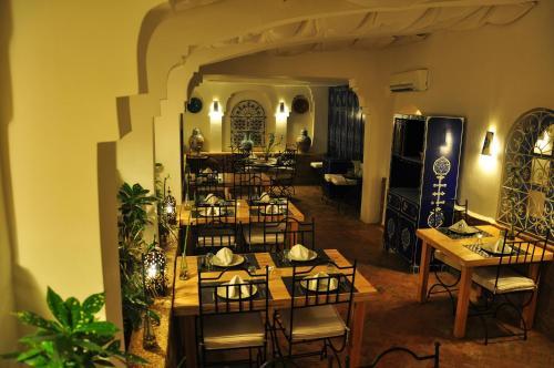 Un restaurante o sitio para comer en Al Alba