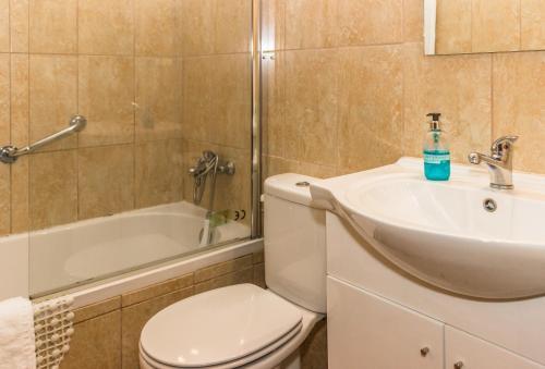 Uma casa de banho em Aeromar