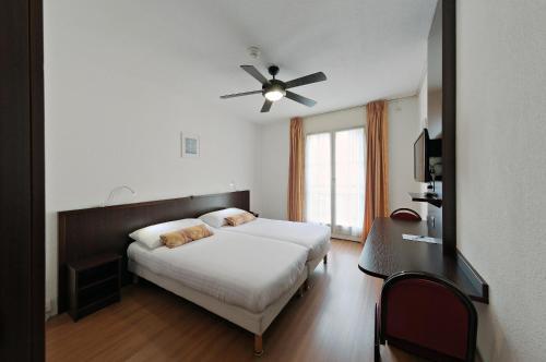 Кровать или кровати в номере Calvy