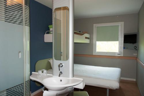 A bathroom at ibis budget Rodez