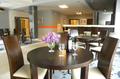 De lounge of bar bij Hotel Dębowiec