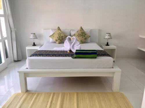 A bed or beds in a room at Narayana Homestay