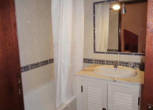 A bathroom at Casazul Milfontes
