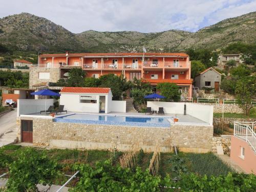 The swimming pool at or close to Apartmani Ana