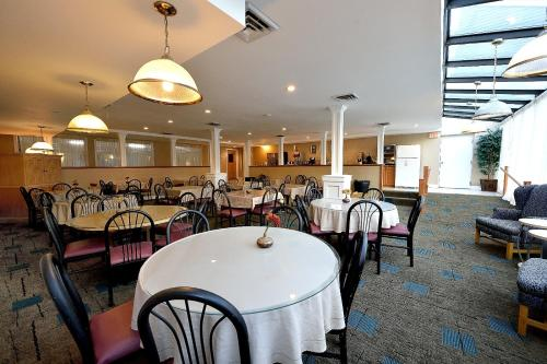 A restaurant or other place to eat at Ambassador Inn and Suites