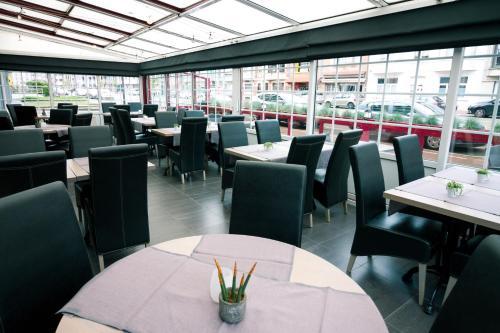 Ein Restaurant oder anderes Speiselokal in der Unterkunft Hotel Moby Dick by WP hotels