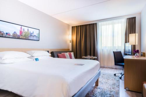 A bed or beds in a room at Novotel Maastricht