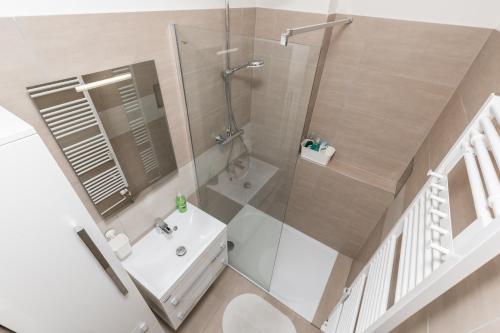 Ein Badezimmer in der Unterkunft Quiet And Cosy Family Apartment