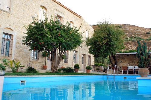 The swimming pool at or close to Villa Kerasia