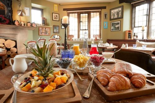 Breakfast options available to guests at Burford House