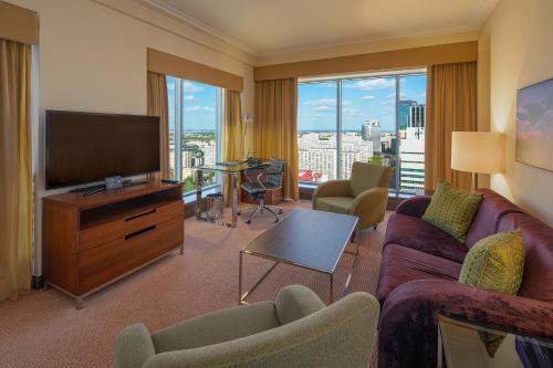 Część wypoczynkowa w obiekcie Hilton Warsaw City Hotel