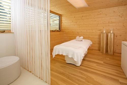 A bathroom at Tannenhof Sport & SPA