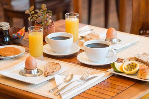 Breakfast options available to guests at Hotel l'Impératrice