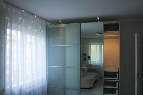 A bathroom at 2 комнатные апартаменты
