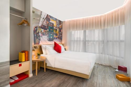 A bed or beds in a room at Travelodge Central, Hollywood Road