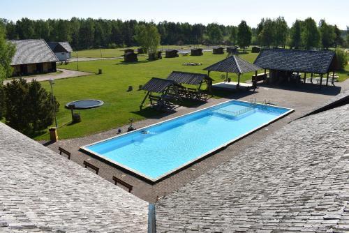 Majoituspaikan Holiday Village Suur Töll uima-allas tai lähistöllä sijaitseva uima-allas