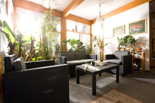 The lobby or reception area at Pension Drei-Mäderl-Haus