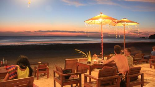A restaurant or other place to eat at JJ Beach Resort & JJ Seafood