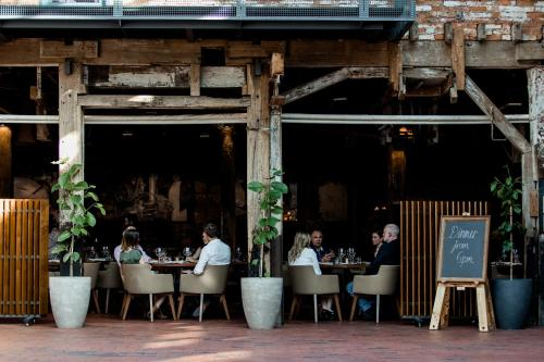 A restaurant or other place to eat at The Henry Jones Art Hotel