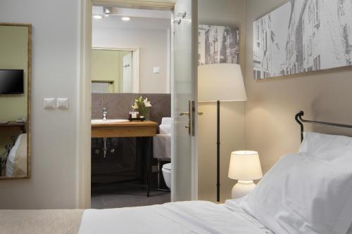 A bathroom at Hotel Angelo d'Oro