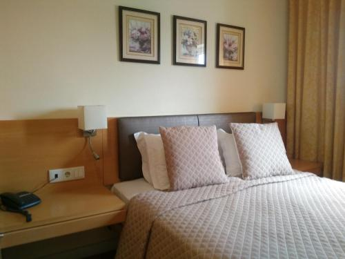 A bed or beds in a room at Hotel Mira D'Aire