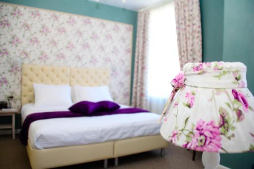 Кровать или кровати в номере Бутик-отель Аристократ