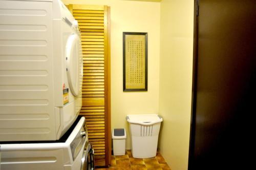A bathroom at SHANGRI-LA ON SURF PARADE - FREE WIFI!