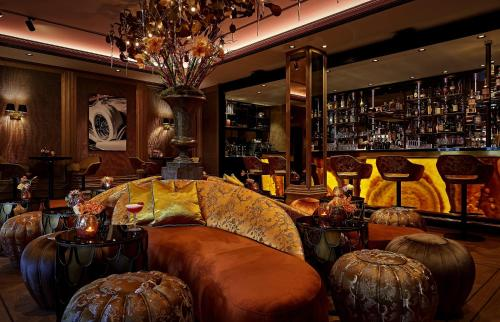 The lounge or bar area at Hotel TwentySeven - Small Luxury Hotels of the World