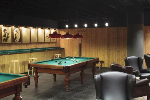 A pool table at Hotel Casa Camper
