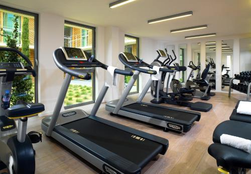 The fitness centre and/or fitness facilities at Courtyard by Marriott Montpellier