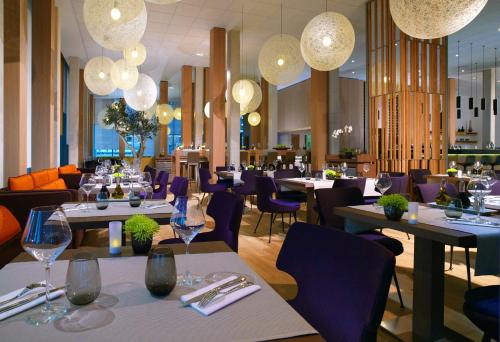 A restaurant or other place to eat at Courtyard by Marriott Montpellier