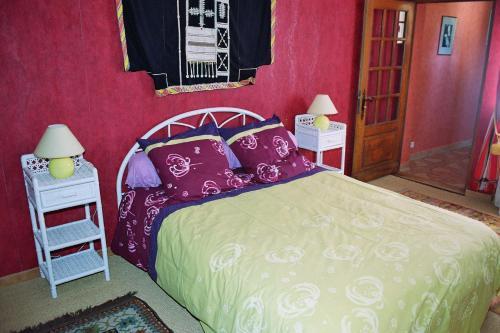 Un ou plusieurs lits dans un hébergement de l'établissement le four au bois