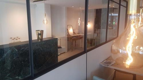 A bathroom at Rewindhotel